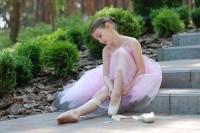 Bekijk details van Kindercollege - Buitengewone Biebdag | Hoe word je danser van beroep? | 6+